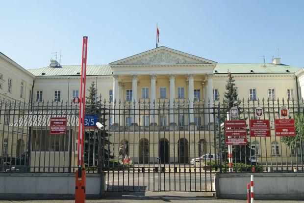 Urząd miasta w Warszawie zamroził obsadzenie wakatów