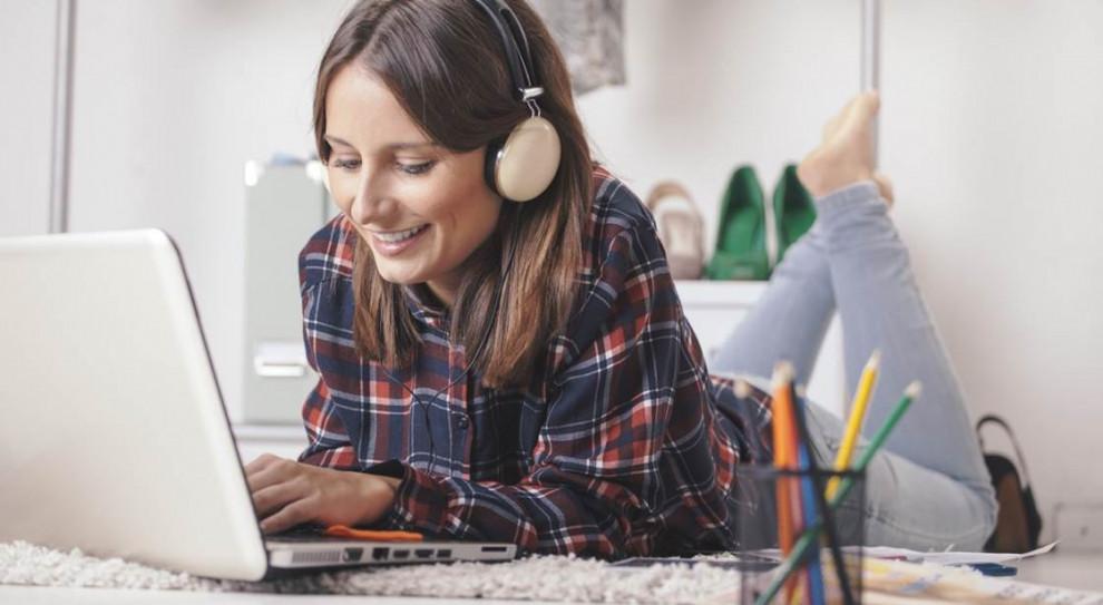 Ergonomia pracy w domu. Jak prawidłowo siedzieć przy komputerze?