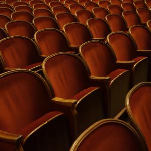 Dyrektorzy teatrów zaskoczeni wcześniejszym zluzowaniem obostrzeń