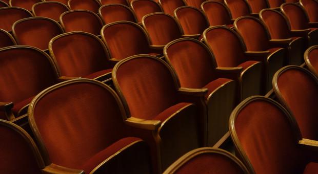 Dyrektorzy teatrów zaskoczeni i przygnębieni terminarzem luzowań obostrzeń