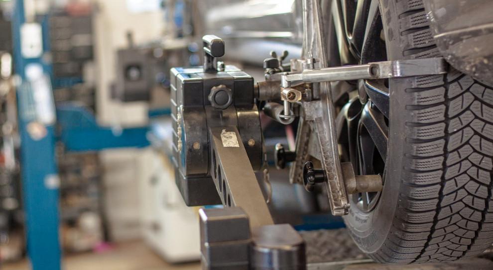 Związkowcy czekają na wznowienie produkcji w śląskich fabrykach Opla i FCA