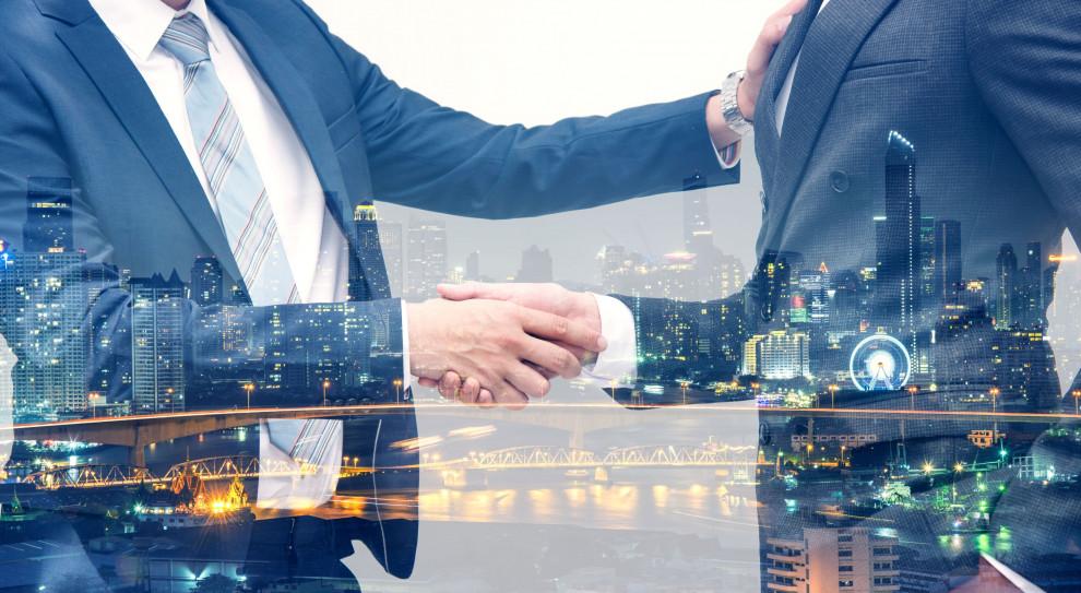 Kontrakt zamiast umowy? To rosnący trend na rynku pracy