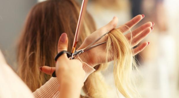 Otwarcie salonów fryzjerskich i usług kosmetycznych możliwe najwcześniej za dwa tygodnie