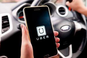 Uber będzie wymagać zakrywania twarzy przez kierowców i pasażerów