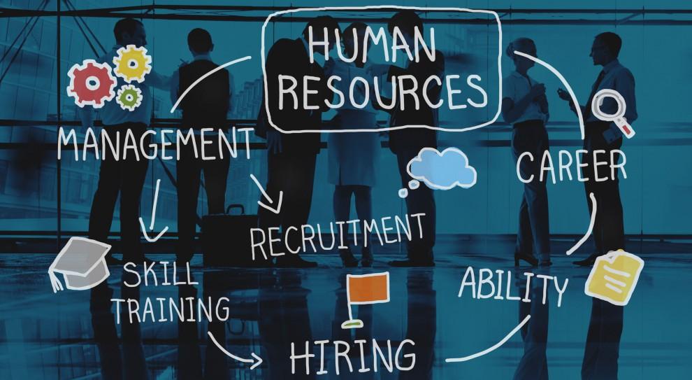 Motywacja i utrzymanie kontaktu pracowników rozproszonego zespołu jest więc nie lada wyzwaniem dla działu HR. (Fot. Shutterstock)