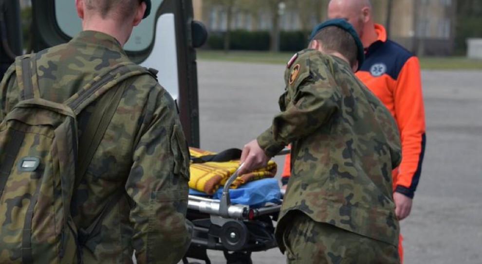 Wojskowe karetki mają badać personel DPS-ów