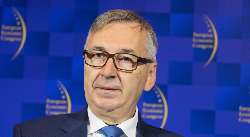 Szwed: aby uzyskać przeliczenie obniżonych zasiłków, należy złożyć wniosek