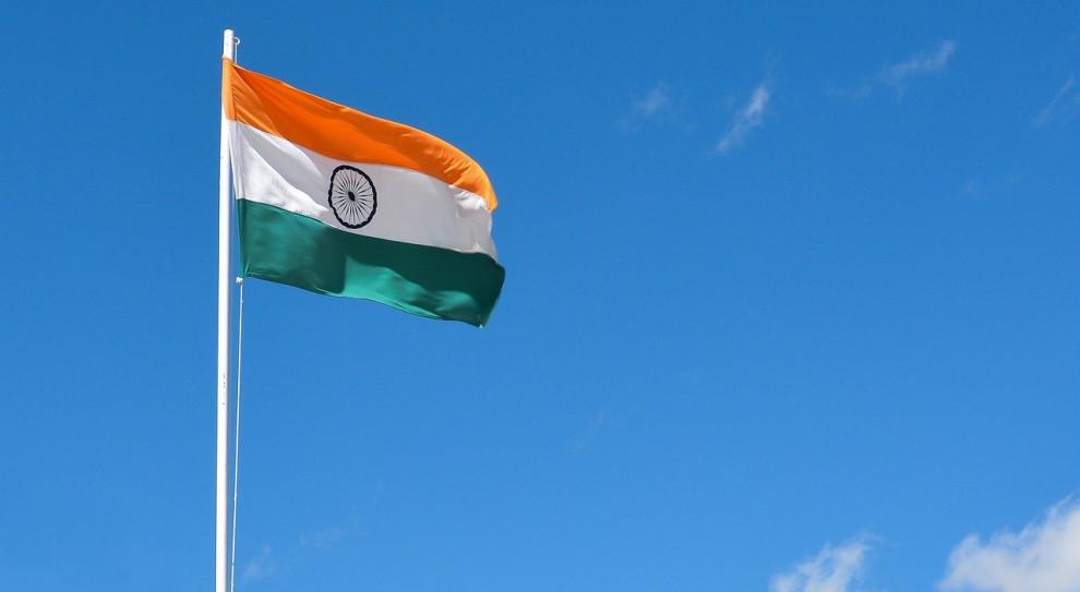 Władze w Indiach zapewnią żywność pracownikom powracającym do domów