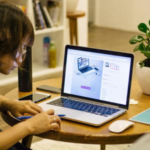 Home office na stałe zagości w wielu firmach. Potrzebne regulacje