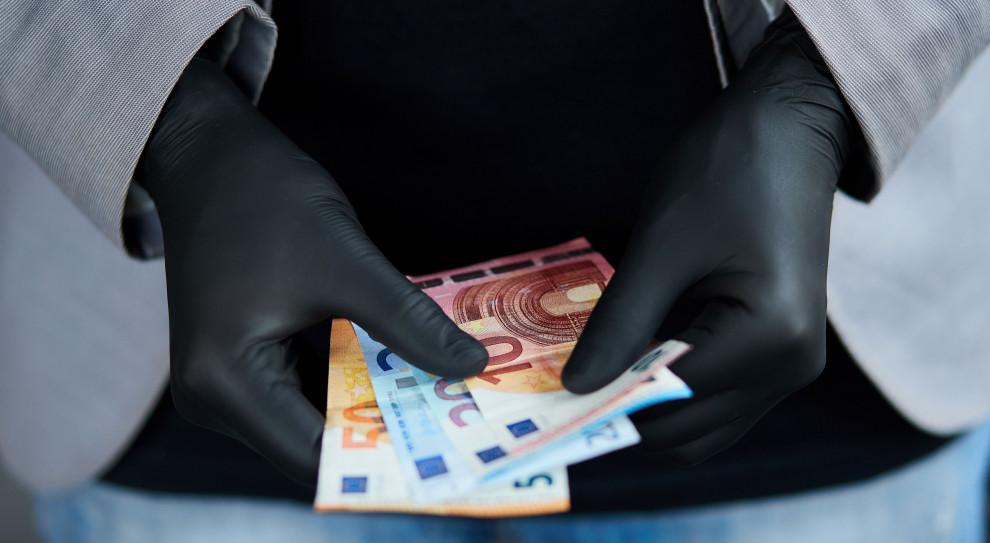 871 mln zł  z UE na dofinansowanie pensji i składek pracowników
