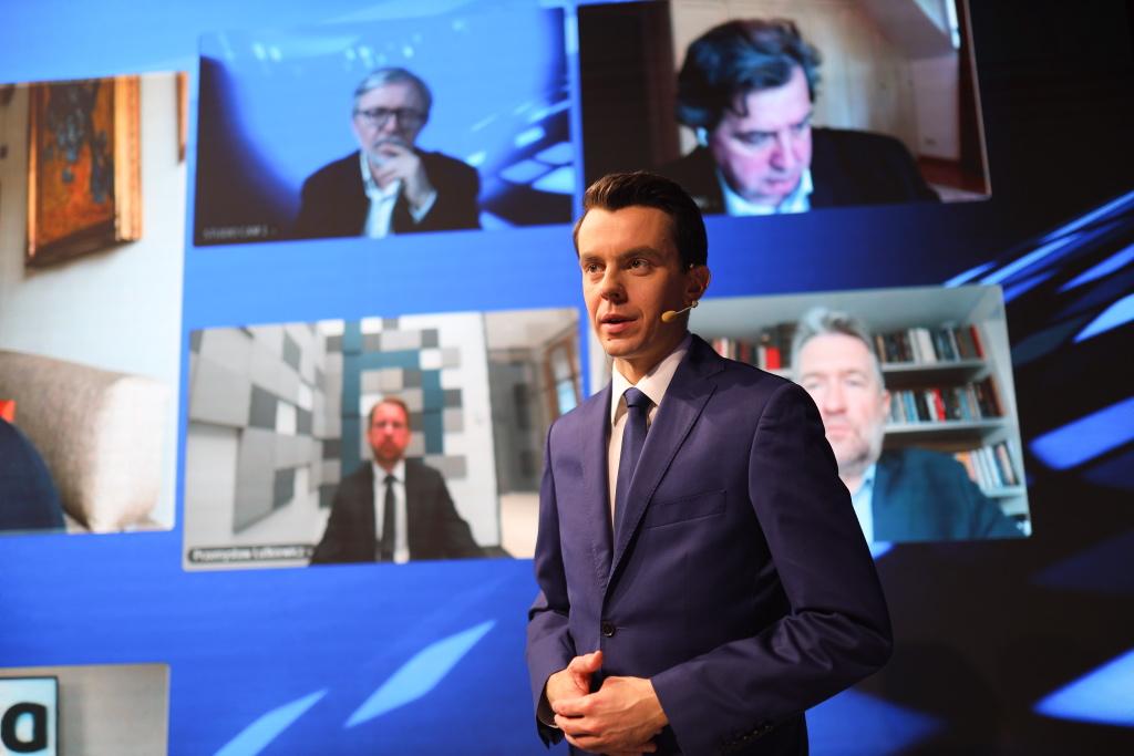 Prowadzącym debatę Nowa Gospodarka był Adam Sierak, dziennikarz WNP.PL. Fot. PTWP