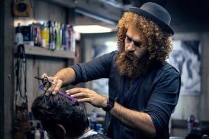 Pracownicy salonów fryzjerskich i kosmetycznych mają ręce pełne roboty