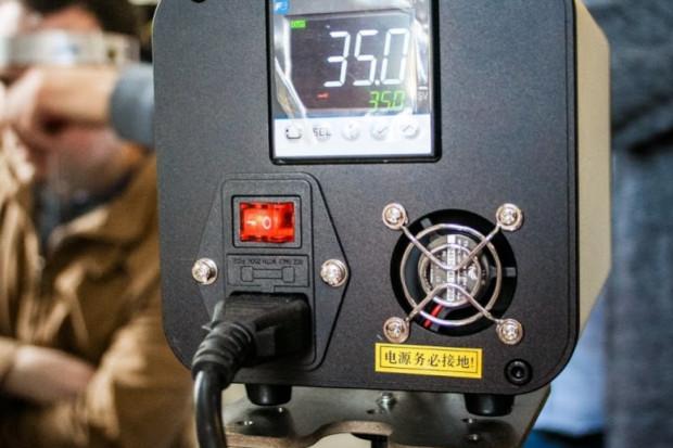 Masowe mierzenie temperatury, samoprzylepne maseczki. Firmy muszą przygotować się na reżim