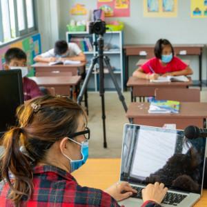 Minister proponuje nauczycielom, by poszli pracować na roli