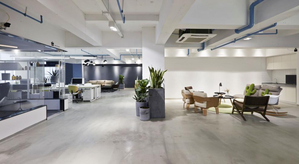 Część firm rozpoczęła powroty do biur już po długim weekendzie majowym. (Fot. Shutterstock)
