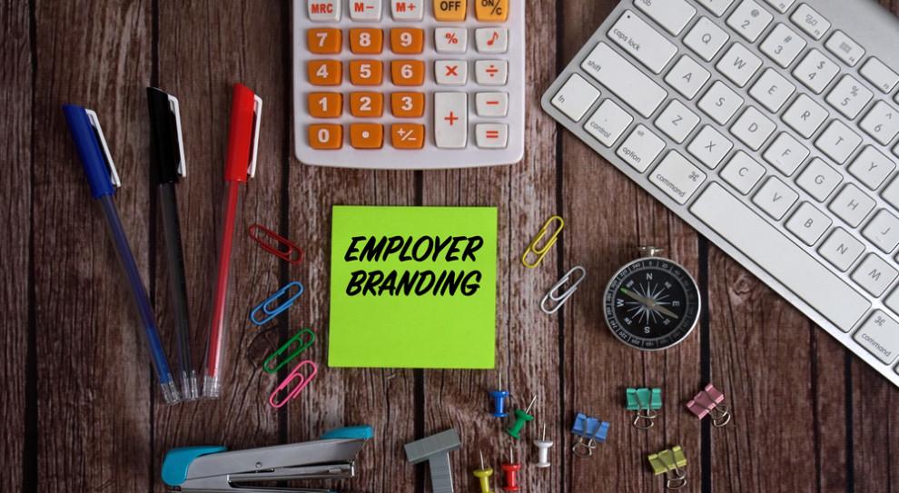 Kryzys przypomniał pracownikom o wadze stabilności i bezpieczeństwa, również finansowego, miejsca pracy (Fot. Shutterstock)