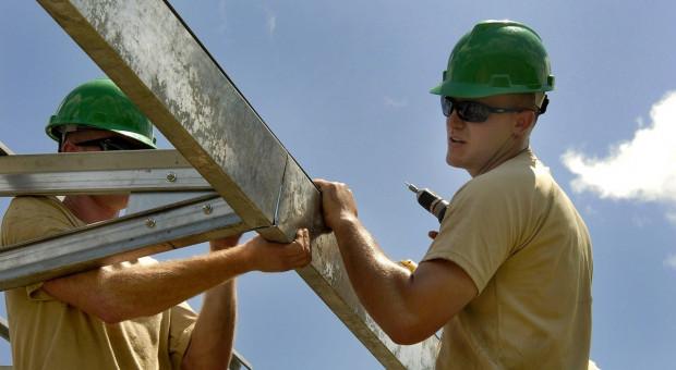 Rosną obawy o utratę pracy. Ale polskim pracownikom pomogą Ukraińcy