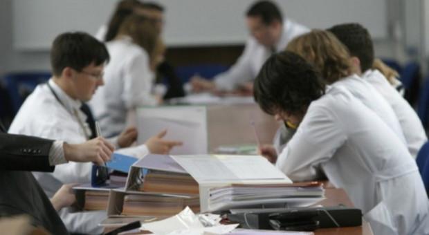 Władze gminy Kluczbork chcą ściągnąć medyków, fundując stypendia
