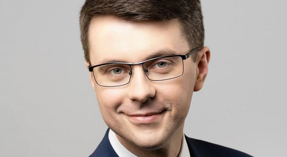 Müller: opóźnianie prac nad bonem turystycznym to obstrukcja polityczna i gospodarcza