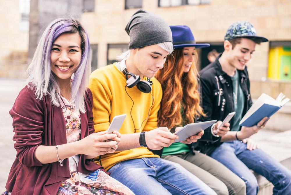 Grupą, która szczególnie odczuła konsekwencje pandemii, są młodzi ludzie, którzy dopiero wchodzą na rynek pracy bądź wciąż posiadają niewielkie doświadczenie zawodowe. (Fot. Shutterstock)