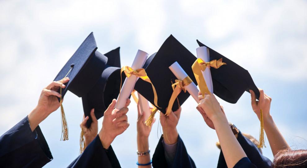 Popularne kierunki studiów, zasady rekrutacji. Stratuje Kierunkowskaz Kariery