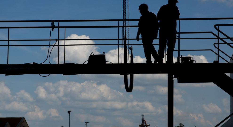 Dwucyfrowego bezrobocia nie będzie, ale bezrobotnych przybywa