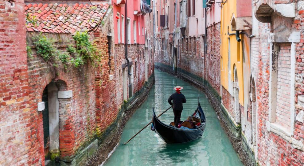 Włochy: Protest branży kwiaciarskiej: ukwiecone place, ulice i fontanny