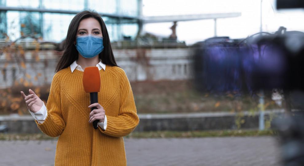 Blisko 60 proc. dziennikarzy w okresie pandemii pracuje więcej niż wcześniej