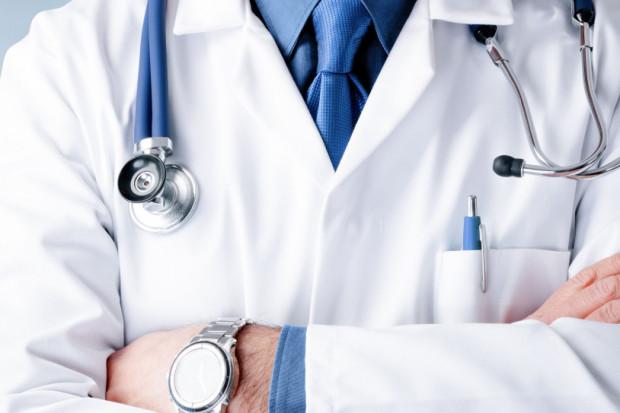 Ponad 31 mln zł na rekompensaty dla medyków za pracę w jednym miejscu