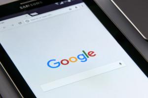 Brytyjski urząd ds. konkurencji chce zaostrzenia przepisów ws. Google i Facebooka