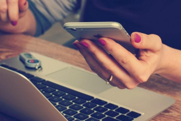 Facebook i Instagram zachęcają użytkowników z USA do noszenia maseczek
