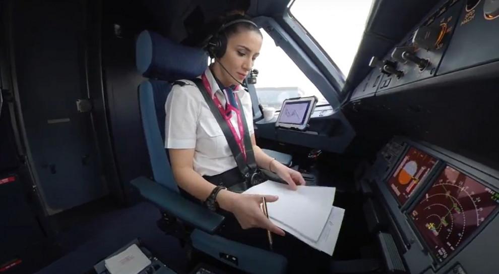 Stewardesa za sterami samolotu? Wizz Air uruchamia nowy program szkoleniowy