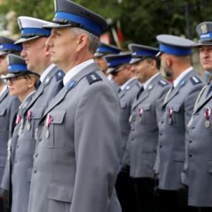 Ile zarabia się w Policji. Stawki zaczynają się od 2824 zł na rękę