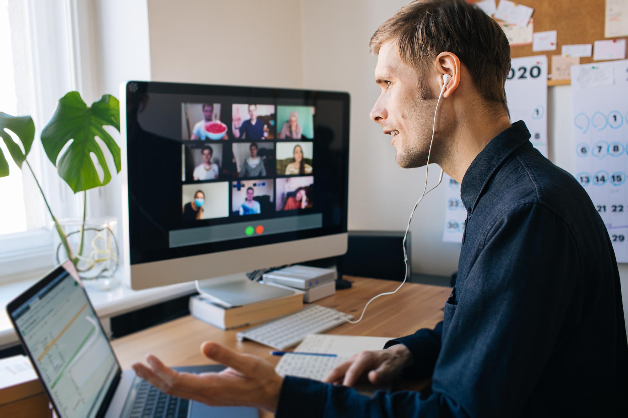 Ponad połowa respondentów uczestniczących w telekonferencjach uważa je za mniej efektywną formę pracy zespołowej (fot. Shutterstock)