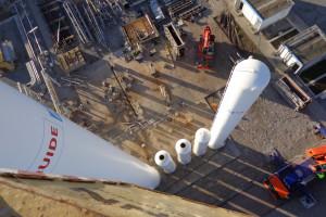 Szukają ludzi, którzy zdemontują i przewiozą 250-tonowe kolumny