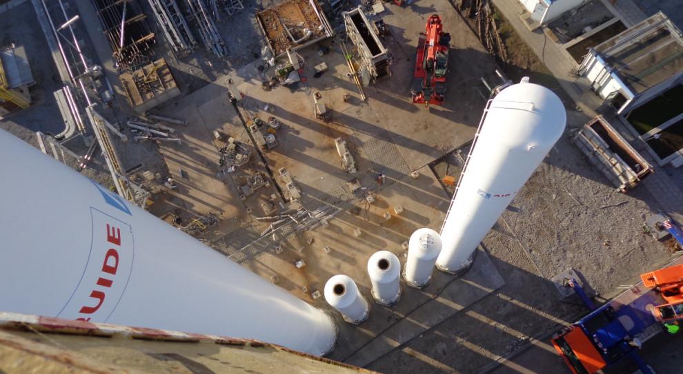 Pol-Inowex rekrutuje. Szuka ludzi, którzy zdemontują i przewiozą 250-tonowe kolumny