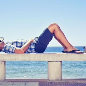 Pracodawcy pytają o kierunek wakacyjnych wyjazdów. Prawnik: nie wolno, ale...