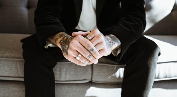 Pracownik z tatuażem przestaje być problemem
