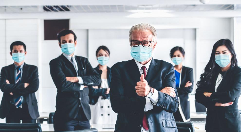 Pracownicy i pracodawcy razem. Tylko grając do jednej bramki, pokonają koronawirusa