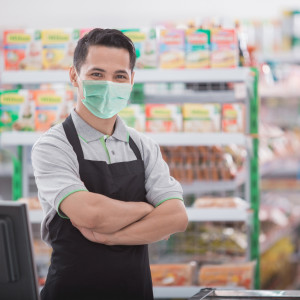 Urzędnicy i sprzedawcy powinni mieć testy raz na miesiąc