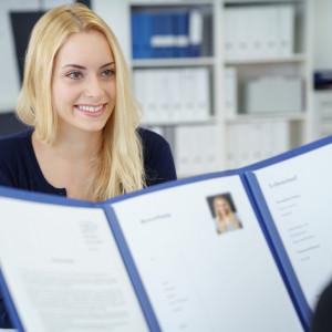 """Rekruterzy są zdania, że analiza CV podczas rozmowy może pomóc """"sprzedać się"""" kandydatom"""