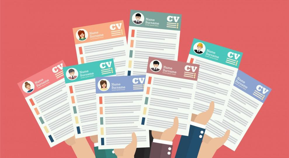 56 proc. rekruterów na przeczytanie CV poświęca mniej niż 30 sekund. 21 proc. przegląda CV nie dłużej niż przez minutę... (Fot. Shutterstock)