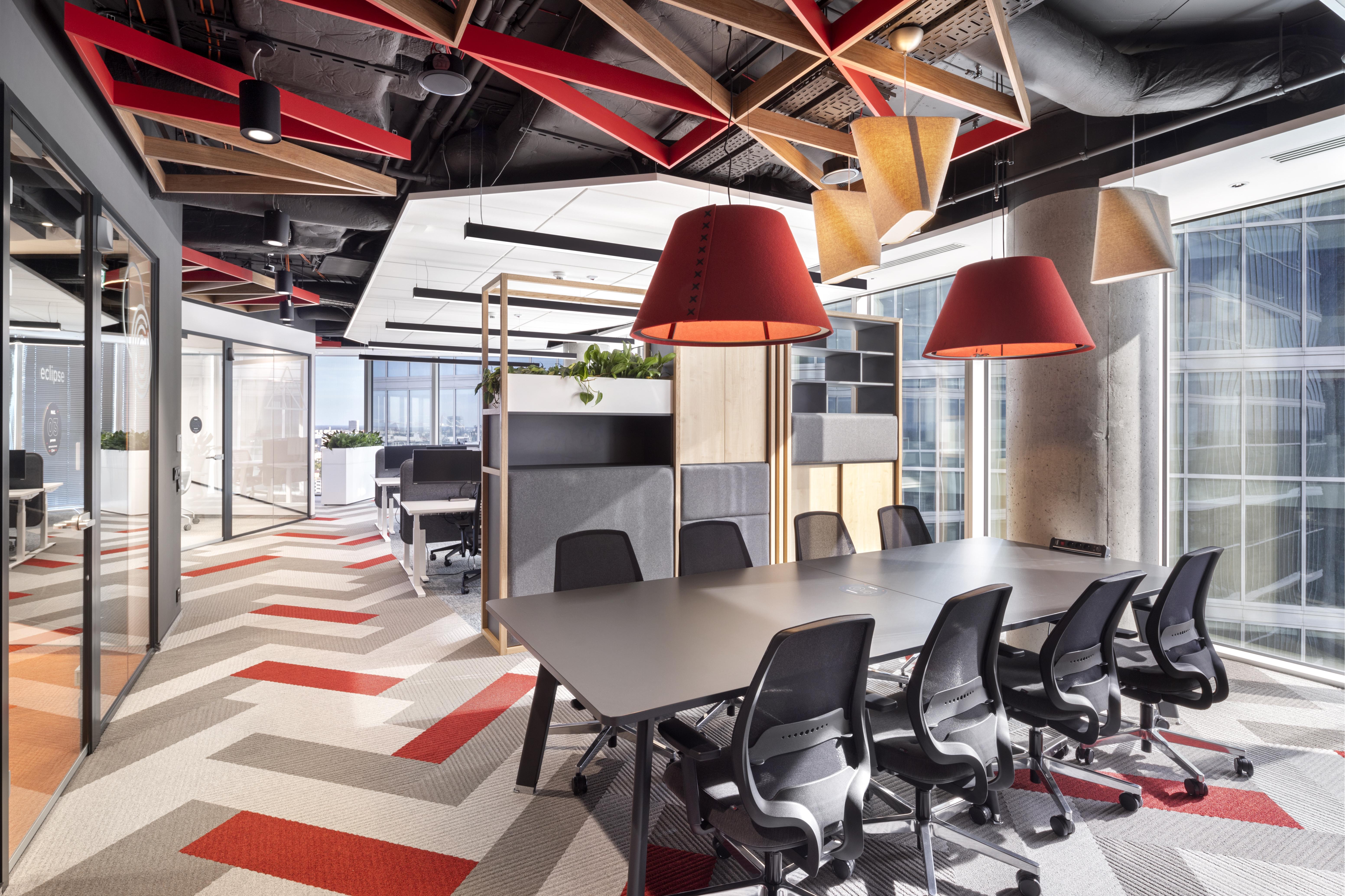 Nowa, warszawska siedziba Cushman & Wakefield jest utrzymana w duchu koncepcji Six Feet Office. (Fot. Szymon Polański/Massive Design)