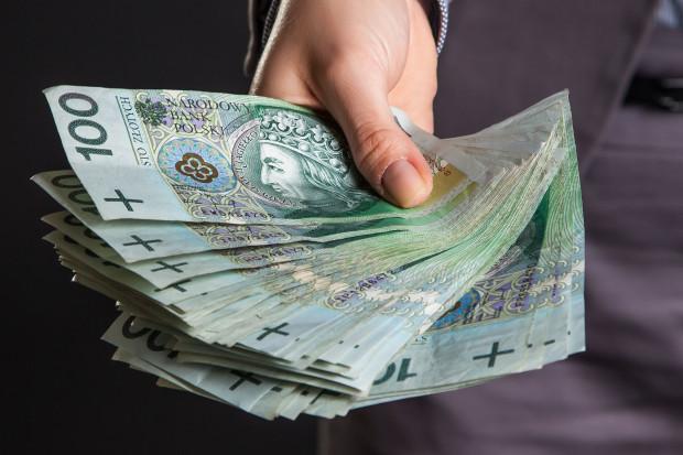 Santander: Mniejszy spadek dynamiki płac wynikiem braku obniżek w sektorze publicznym