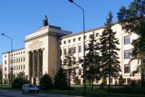 Oto uczelnie, których absolwenci mają po 100 mln euro i więcej