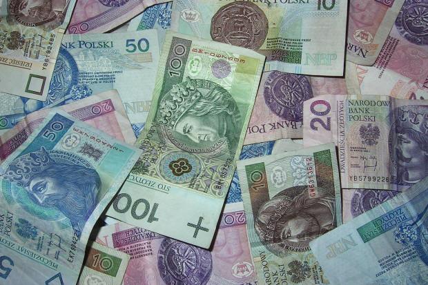 Warszawa: W ratuszu zarabiają nawet trzy razy więcej niż w rządzie