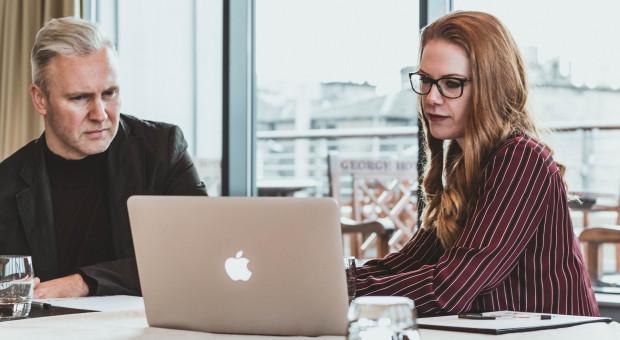 Social learning zamiast szkoleń. Dostrajanie pracowników sposobem na kryzys