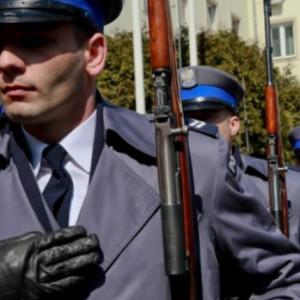 Dwustopniowe dodatki motywacyjne dla służb mundurowych coraz bliżej