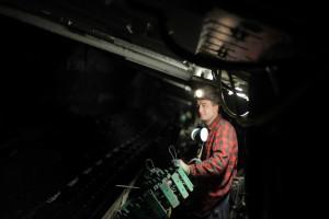 Płacą górnikom, by zaszczepili się na COVID-19
