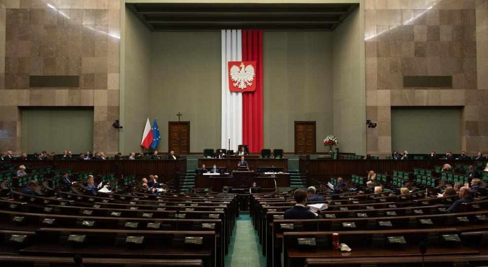 Ograniczenia dotyczą m.in. rekrutacji, w tym naboru do Straży Marszałkowskiej. (fot. Flickr/Sejm)